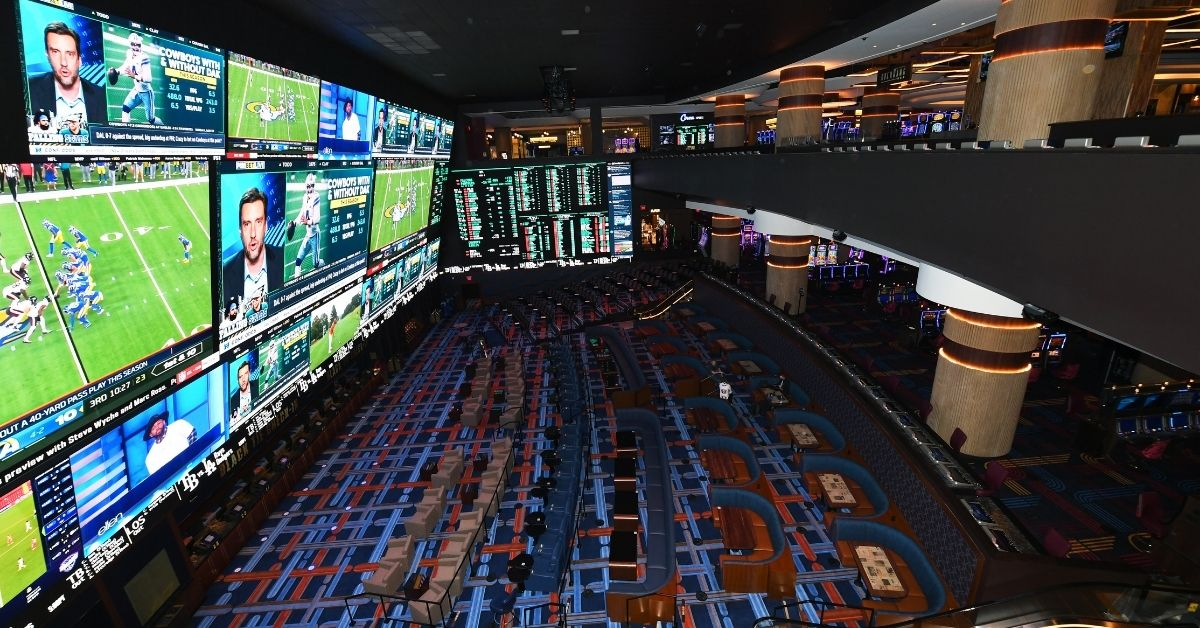 #JennaTries Sports Betting During March Madness, Off The Strip