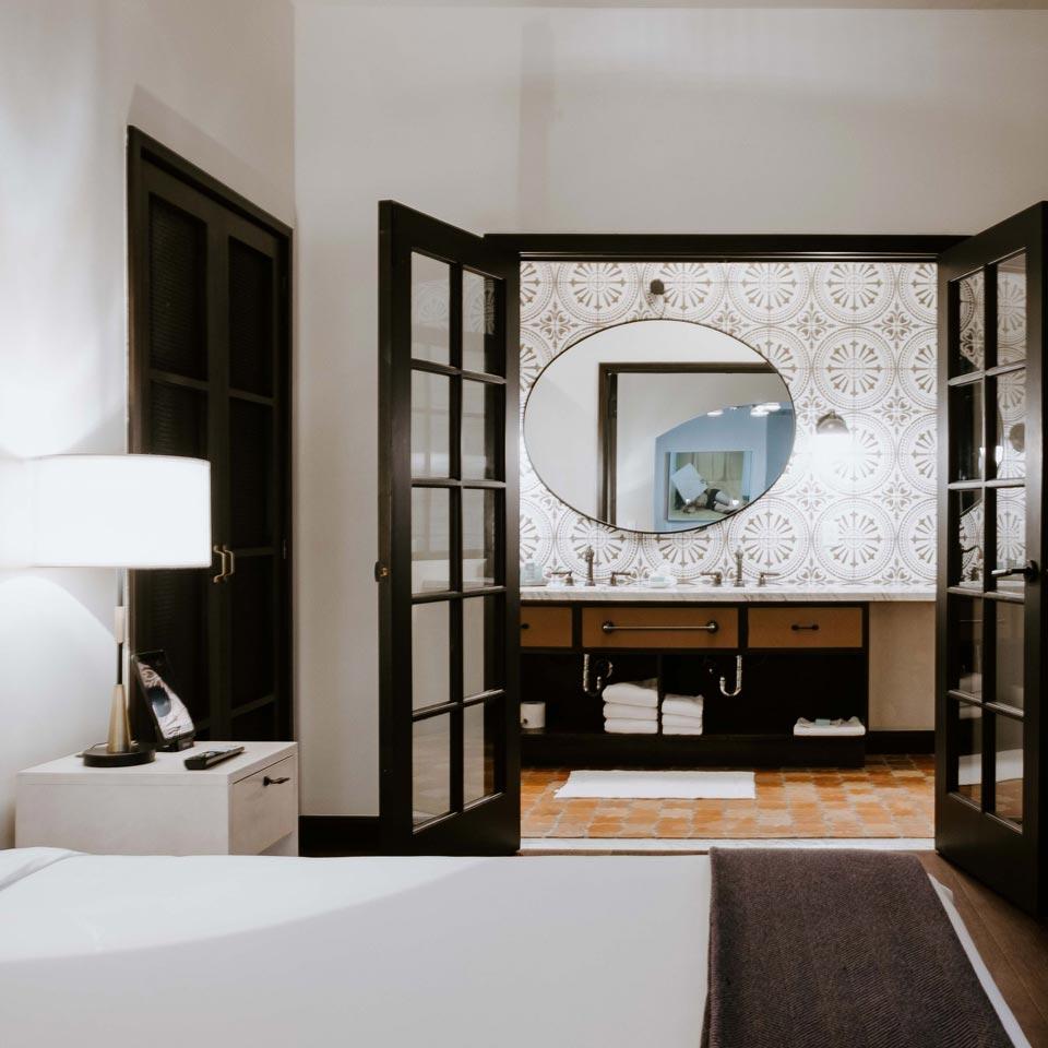Hotel Figueroa, Off The Strip